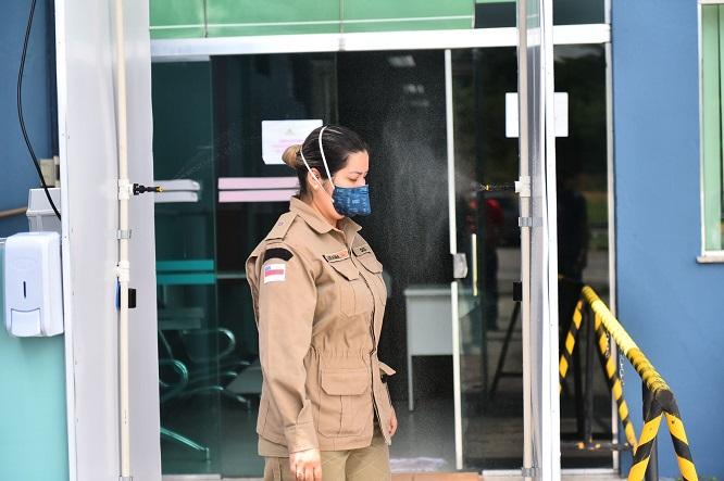 Hospital de Combate à Covid-19 utiliza cabine de descontaminação para preservar a saúde dos colaboradores