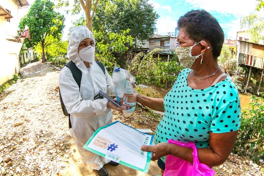 Famílias recebem kits de prevenção ao Covid-19 produzidos pelas artesãs do Prosamim