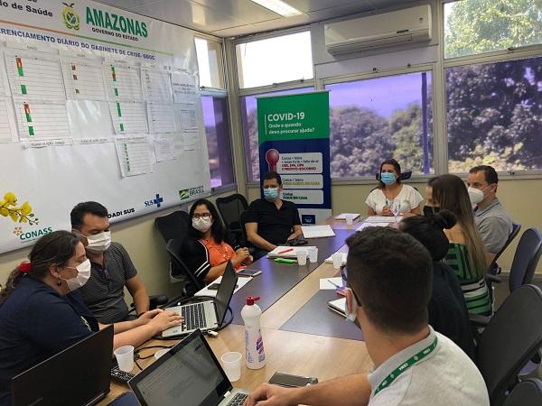 Secretária de Saúde realiza reunião de planejamento semanal com equipe técnica da Susam