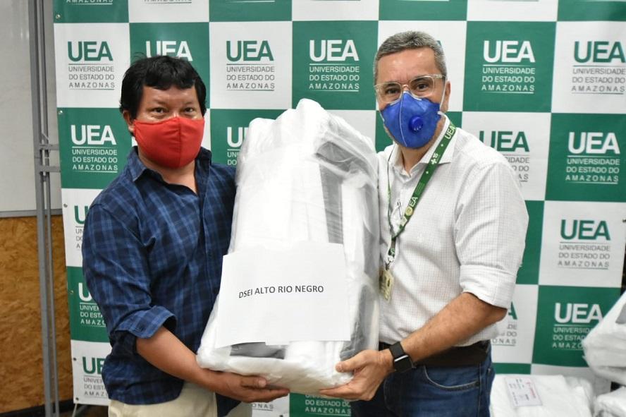 UEA doa mais de 1,8 mil EPIs para profissionais de saúde das comunidades indígenas do AM