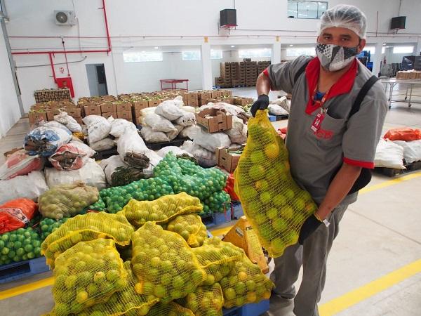 Entidades socioassistenciais recebem alimentos produzidos por agricultores locais