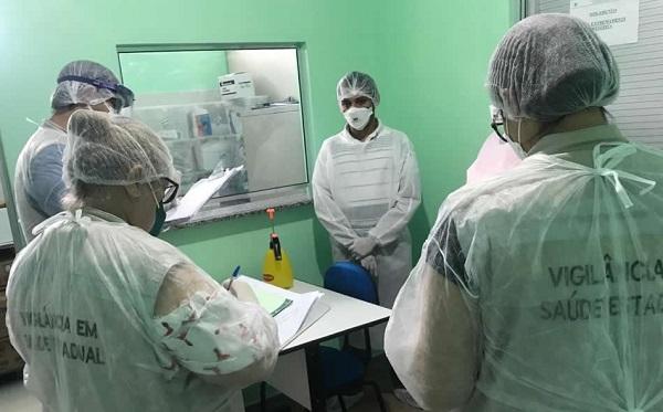 Hospital de campanha de Presidente Figueiredo recebe equipe da FVS-AM sobre segurança do paciente