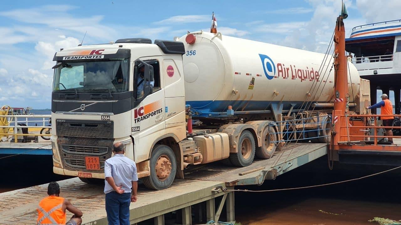 Carregamento com 160 mil metros cúbicos de oxigênio chega a Manaus para abastecimento da rede de saúde