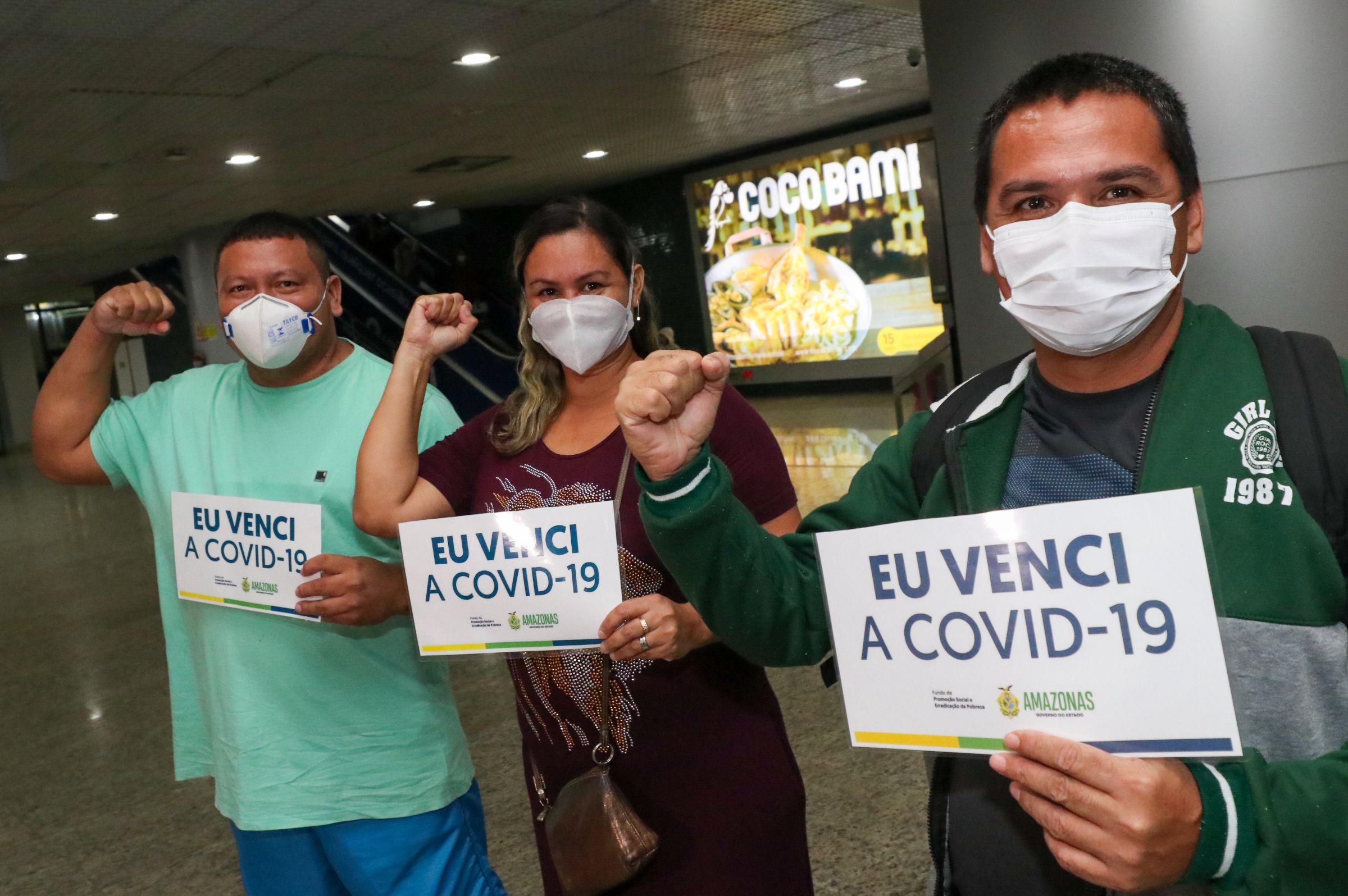 Recuperados da Covid-19 são recebidos com aplausos no Aeroporto Eduardo Gomes
