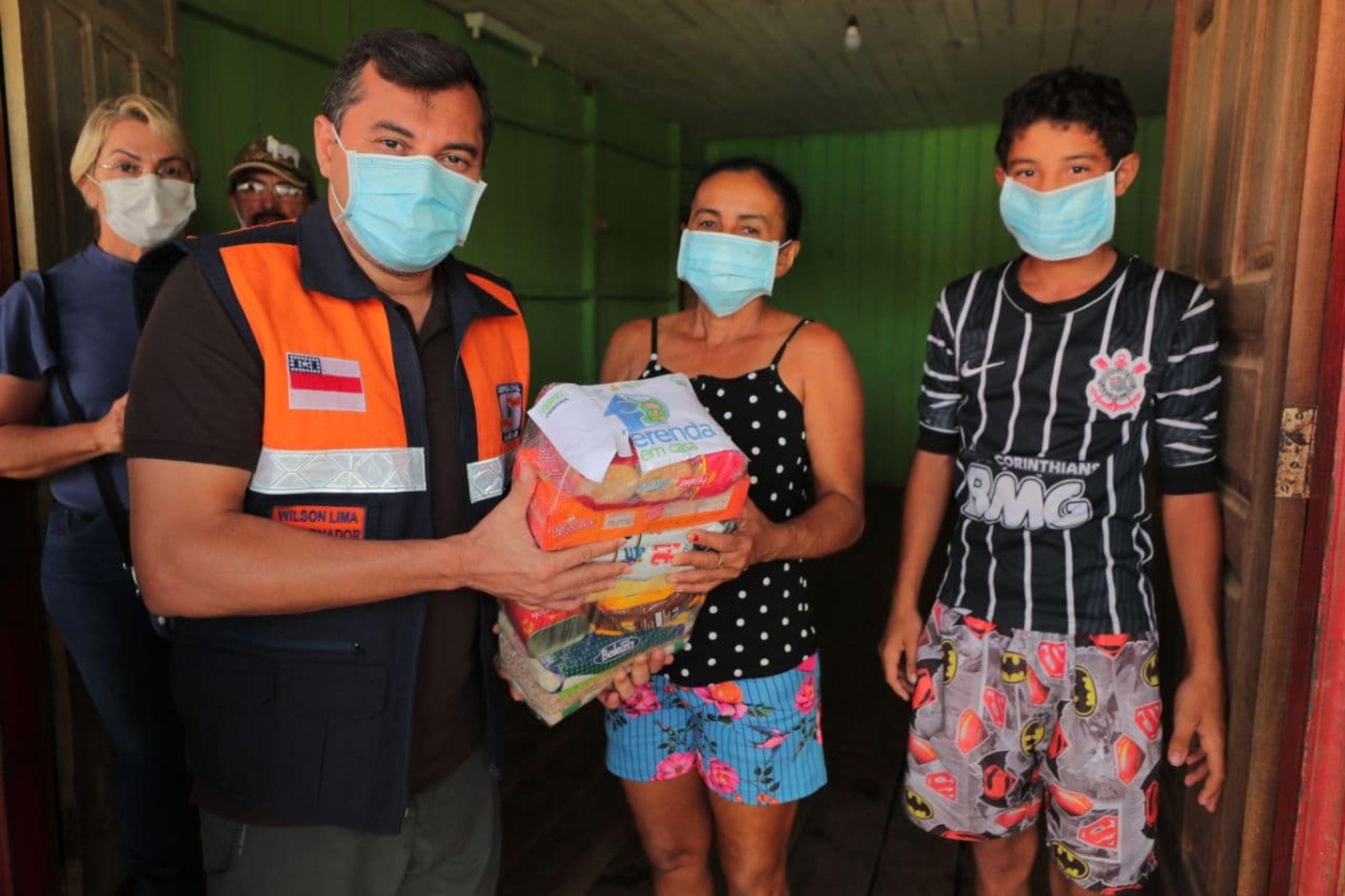 Em Eirunepé, Wilson Lima anuncia retomada do 'Merenda em Casa' e entrega vacinas contra Covid-19 e Auxílio Estadual