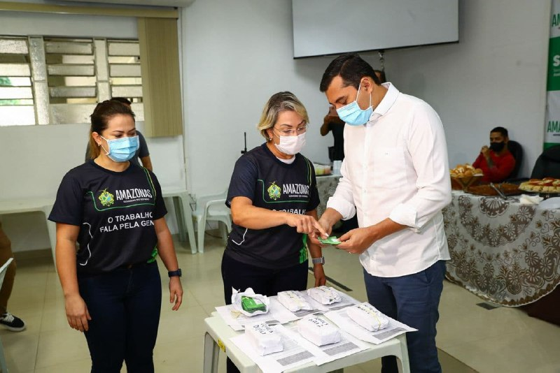 Equipes do Governo do Estado iniciam entrega do Cartão Auxílio Estadual na capital