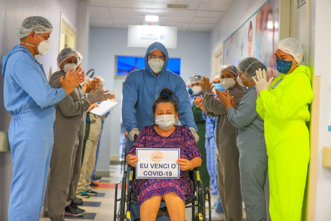 """Mais 11 pacientes passam pelo """"corredor da vitória"""" no HPS Delphina Aziz"""