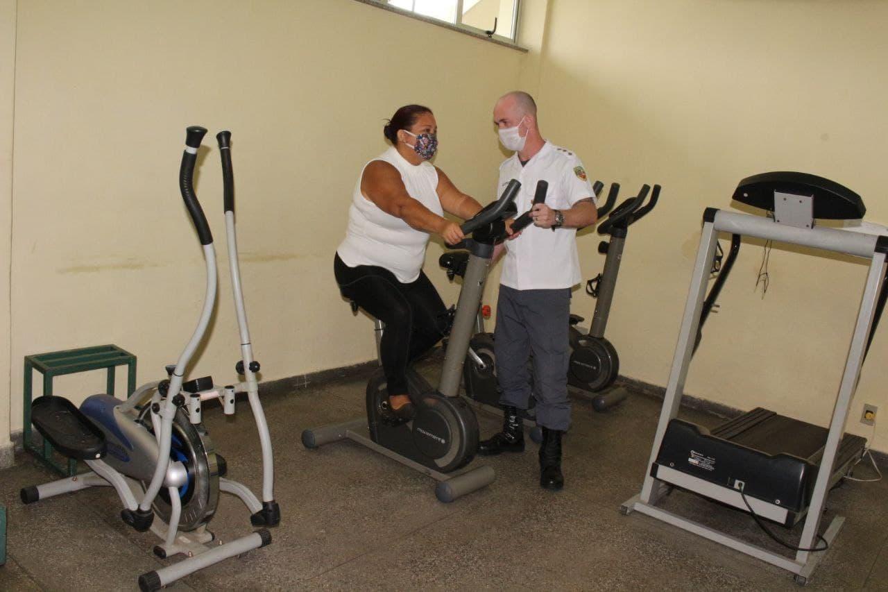 Governo do Amazonas proporciona fisioterapia respiratória para policiais militares no pós-Covid-19