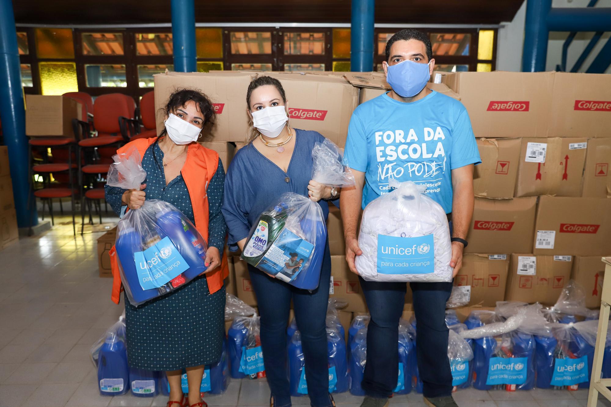 Unicef e Aldeias SOS doam kits de higiene, máscaras e rádios analógicos para acolhidos venezuelanos