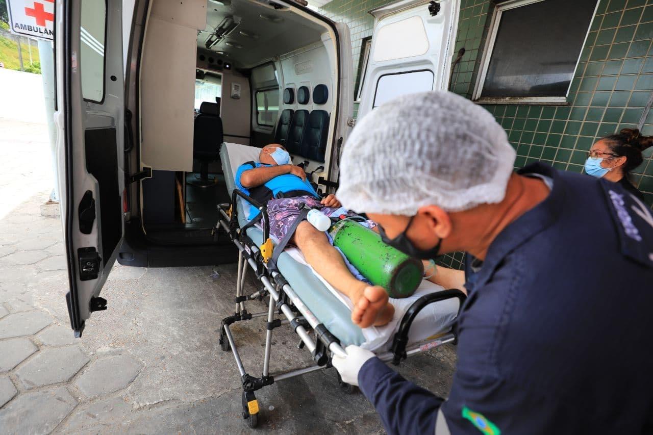 Governo do Amazonas transfere 17 pacientes para Porto Alegre