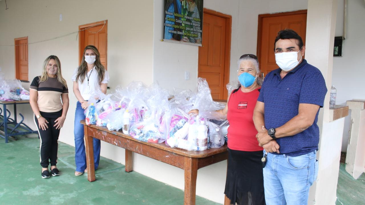 Sejusc entrega 273 kits de higiene a idosos em vulnerabilidade social de Rio Preto da Eva e Itacoatiara