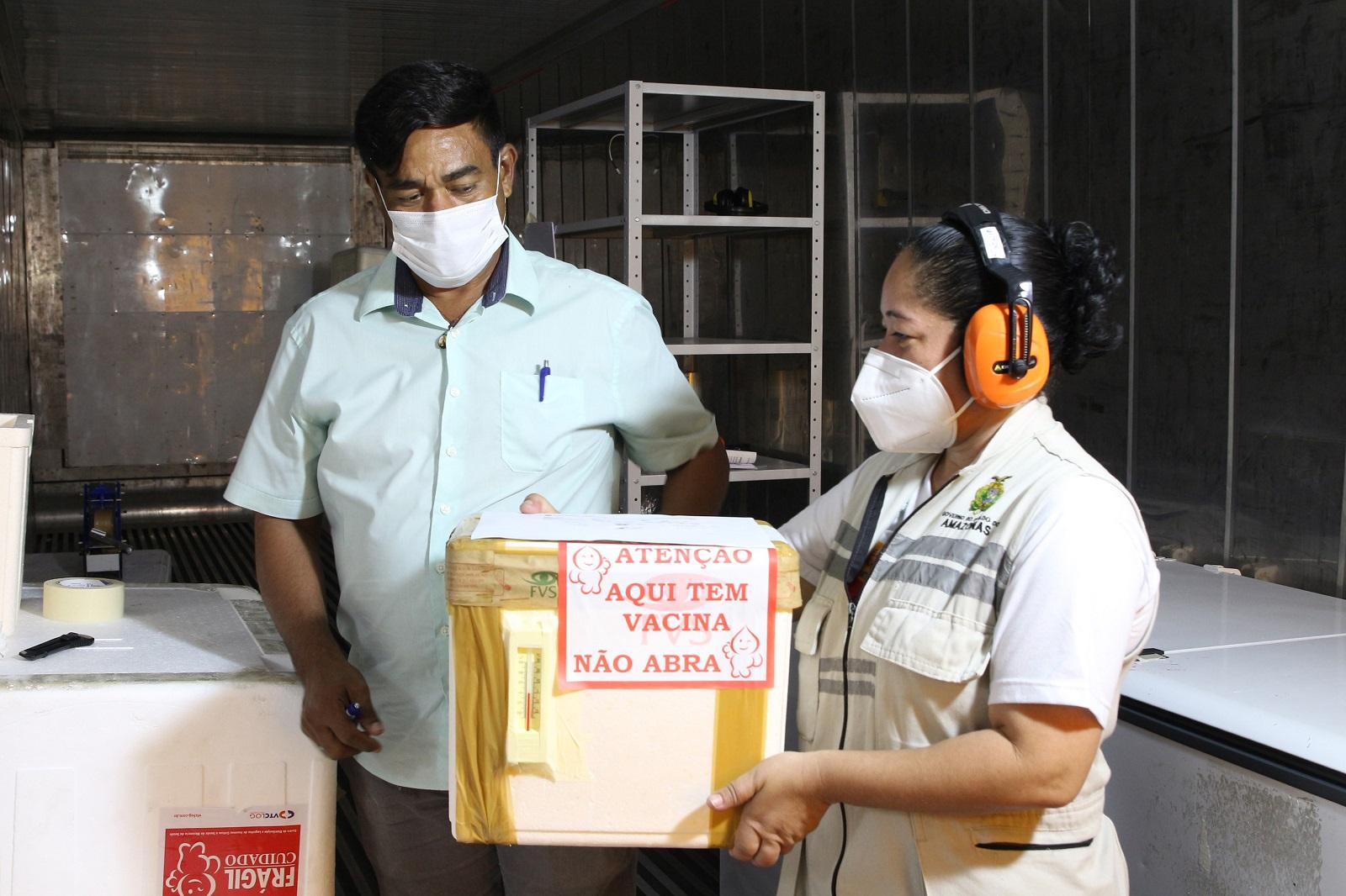 Governo do Amazonas inicia distribuição de novas doses de vacina para o interior